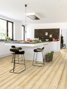 Kücheninsel, Laminatboden, Küchentafel, Dunstabzugshaube
