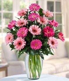 Sorprenda a ese ser especial con este hermoso arreglo de gerberas rosadas elaboradas en un fino florero de cristal.