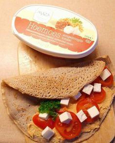 Foto op verzoek van @masmasmaza :-)  Boekweitpannekoek met hoemoes en tomaat en feta pic.twitter.com/MVzCCOkKXL