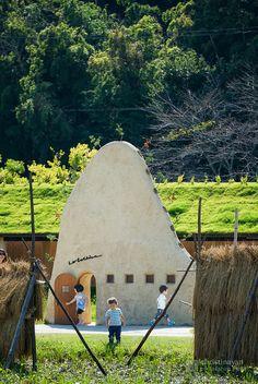 La Collina Omihachiman (ラ・コリーナ近江八幡). / Architect : Terunobu Fujimori (設計:藤森照信).