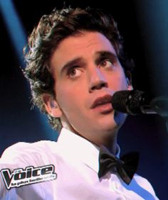 ANIMATED GIF Mika singing Underwater (unplugged) on The Voice