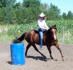 an old gentlemen told me one time if i ever got into barrel racing then to go bareback becuase saddles are way too expensive. i'll never forget that as long as i live. Barrel Racing Tips, Barrel Racing Horses, Barrel Horse, Horse Riding Tips, Horse Gear, Horse Barns, Horse Tack, Horse Stalls, Cowgirl And Horse