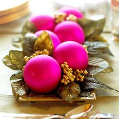 Add a sprinkling of gold paint to real or artificial magnolia leaves for this pretty effect. More simple holiday centerpieces: http://www.bhg.com/christmas/indoor-decorating/simple-christmas-centerpieces/?socsrc=bhgpin110112magnolialeavescenterpiece#page=31