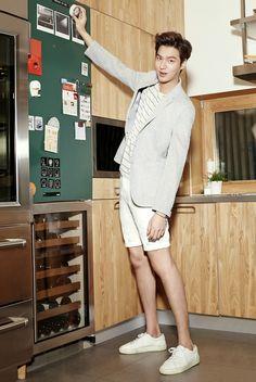 Is Lee Min Ho looking at every picture so tall? Korean Celebrities, Korean Actors, Celebs, Korean Dramas, Lee Min Ho 2015, Lee Min Ho Kdrama, Lee Min Ho Photos, New Actors, Hallyu Star