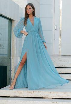 Vestido longo azul claro: 100 modelos para madrinhas de casamento #vestidolongo #vestidodefesta #casamento #madrinhadecasamento #convidada #casamento