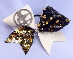 Hunger games volleyball now! I need this so bad! Cheerleader Bows, Softball Bows, Cheer Bows, Cheerleading, Hunger Games Outfits, Gymnastics Things, Dance Bows, Cheer Workouts, Volleyball Hairstyles