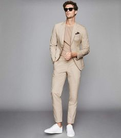 Looking Handsome in a Date, Here Are 18 Men Suits Inspirations to Start - Wondering what to wear for your VVIP date? Looking all dashing and irresistible, here are the best men suits selections to get you by. Mens Fashion Suits, Fashion Outfits, Fashion Menswear, Mens Suits Style, Business Dress, Herren Outfit, Stylish Mens Outfits, Casual Outfits, How To Look Handsome