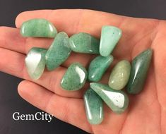 Healing Crystals, Chakra Healing, Stones And Crystals, Green Adventurine, Crystal Grid, Gems And Minerals, Wicca, Natural Stones, Jewelry Making