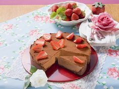 Was will man mehr? Schokoladenkuchen mit Erdbeeren - smarter - Zeit: 45 Min.   eatsmarter.de