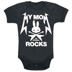 Six Bunnies - My Mom Rocks  - baby body - tres botones automáticos - dibujo  Con el body negro My Mom Rocks de Six Bunnies tu retoño siempre estará de tu parte. Y poco lo que haga, con este body cualquier chantaje le saldrá bien seguro.