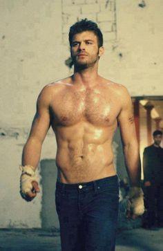 Kivanc tatlitug is een Turkse acteur en hij is mijn grootste idool want hij is heel knap