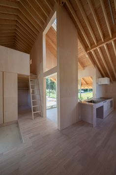 Kasa House in the Japanese city of Kariya has an unusual plan with enclosed rooms only occupying a small amount of the space. House Eaves, House Roof, Japan Interior, Long Room, Interior Minimalista, Minimal Home, Zaha Hadid Architects, Ground Floor Plan, Cabin Design