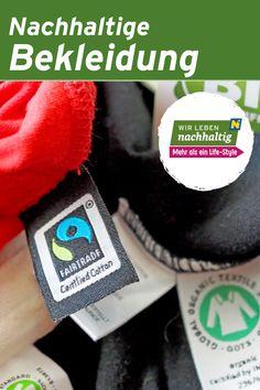 Von der Baumwollkapsel zum Faden und Stoffballen, der Färbung und Verarbeitung, vom Schneidern bis ins Geschäft benötigt die Kleidungsindustrie viele Arbeitsschritte sowie Chemikalien und Rohstoffe. Weltweit werden fast ein Viertel der verfügbaren Insektizide für Baumwollfelder verwendet. Bewusst werden uns die langen, schmutzigen Wege unserer Kleidungsstücke leider erst durch Unfälle in Fabriken oder durch Produkttests, bei denen bedenkliche Inhaltsstoffe gefunden werden. Cotton Fields, English Words, Old Dresses
