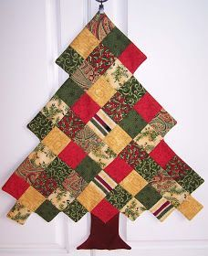 Treasures-n-Textures: patchwork tree Christmas Quilting Projects, Christmas Patchwork, Fabric Christmas Trees, Christmas Tree Pattern, Christmas Sewing, Christmas Crafts, Personalized Christmas Gifts, Homemade Christmas Gifts, Handmade Christmas