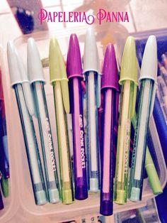 @papeleriapanna: #NoPuedoDecirQueNo a estos aromas que dejan al escribir estas plumas. Uva, frambuesa y mora azul @En_laDelValle