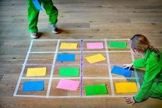 KleurenSudoku - Ontdek thuis de wereld om je heen - Science Center NEMO ( ik kan het concept van de lijnen en de papieren gebruiken voor het ganzenbord)