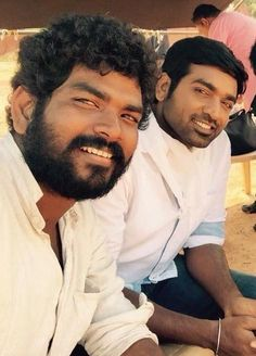 Download Naanum Rowdydhaan movie on location high quality photos, stills, images, pictures gallery. Naanum Rowdydhaan Tamil movie starring Vijay Sethupathi and Nayanthara directed by Vignesh Shivan.