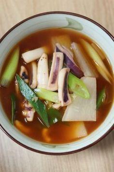 오징어무국 얼큰하게 캬 ~ Squid and Radish soup Squid Soup Recipe, Squid Recipes, Baby Food Recipes, Cooking Recipes, Korean Side Dishes, Food Design, Korean Traditional Food, K Food, Mindful Eating