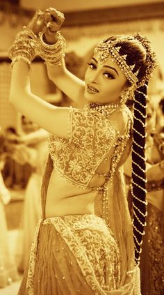 Amazing bollywood fashion and more - the fashion and passion of bollywood is the pride of india. Click above VISIT link for more - Bollywood Fashion Actress Aishwarya Rai, Aishwarya Rai Bachchan, Bollywood Actress, Bollywood Stars, Bollywood Fashion, Indian Bollywood, Most Beautiful Women, Beautiful People, Estilo India