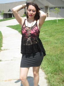 https://lilacsandlaceblog.wordpress.com/2015/07/23/black-and-pink-lace/