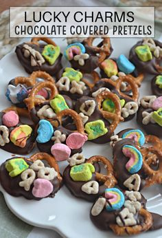 Lucky Charms Chocolate Covered Pretzels – Make the Best of Everything Chocolate Candy Melts, Chocolate Covered Pretzels, Melting Chocolate, Marshmallow Cereal, Lucky Charms Marshmallows, Gluten Free Pretzels, Best Appetizers, Cake Recipes, Yummy Food