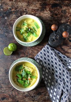 This easy vegan laksa is ready in just 15 minutes, and it's bursting with flavour from the coconut milk, chilli and turmeric. It's a filling meal, warming starter or easy side dish. A great take on the classic Malaysian soup. Best Vegan Recipes, Healthy Recipes, Delicious Recipes, Easy Recipes, Yummy Food, Easy Vegetarian Dinner, Laksa, Beautiful Soup, Side Dishes Easy