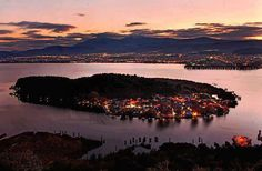 The beautiful Ioannina at night