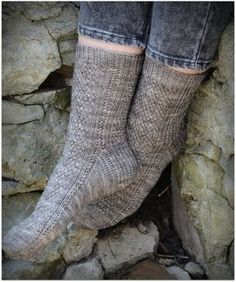 Knitting Patterns Socks free patterns @ Amy Lucas for when you learn to knit socks Crochet Socks Pattern, Knit Or Crochet, Knitting Patterns Free, Knit Patterns, Free Knitting, Free Pattern, Knitting Magazine, Patterned Socks, Knitting Socks
