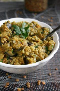 pasta-z-czerwonej-soczewicy-i-bakazana Risotto, Curry, Meals, Ethnic Recipes, Polish, Food, Curries, Vitreous Enamel, Meal