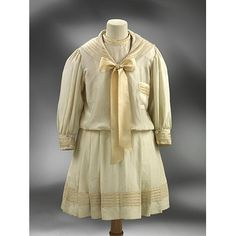 Cream-coloured under dress and overblouse for a girl's sailor suit made in England in about Museum Number 1900 Clothing, Antique Clothing, Historical Clothing, 1900s Fashion, Edwardian Fashion, Vintage Fashion, Edwardian Era, Sailor Outfits, Sailor Dress