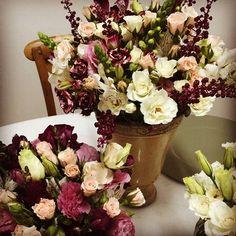 Cores da prova de hoje 🙂!! #provadearranjo #arranjofloral #marianabassiflores #weddingdecor #flores #marianabassi #decoracaodecasamento