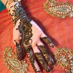 Classic henna mehandi design for hand #mehndidesignforhand #hennaforhand #mehndi #mehndidesign