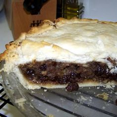 Make your own mincemeat for delectable mince pies this Christmas. Use shop bought pastry to make it easier. You can stir in 2 tablespoons of brandy before adding the filling to the pies, if desired. Homemade Mincemeat Recipe, Homemade Mince Pies, Mincemeat Pie Filling, Pie Recipes, Dessert Recipes, Pie Dessert, Pumpkin Recipes, Baking Recipes, Gourmet