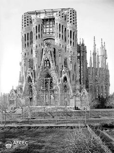 Construction phase of the Sagrada Família, Barcelona, Barcelona Architecture, Barcelona City, Barcelona Catalonia, Barcelona Travel, Old Pictures, Old Photos, Antonio Gaudi, Modernisme, Fantasy Places