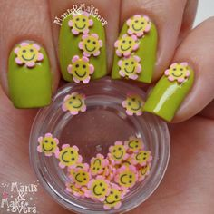 Manis & Makeovers: Cute 3D flowers from Born Pretty Store http://manisandmakeovers.blogspot.nl/2014/05/cute-3d-flowers-from-born-pretty-store.html