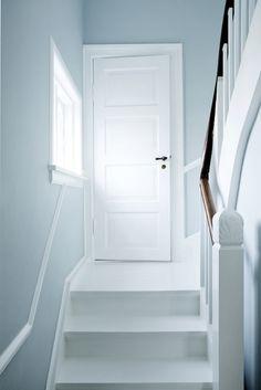 Trendy white stairs scandinavian home Ideas Home, White Stairs, Blue Hallway, Interior, Dreamy Bedrooms, House, My Scandinavian Home, Hallway Designs, House Interior