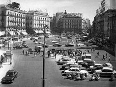 """《MADRID》 """"Blanco y negro"""".  Puerta del Sol."""