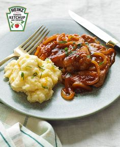 Quick BBQ Pork & Cheesy Potatoes – You can tell by the name that this one's going to go over well on your dinner table. You just can't go wrong with this recipe for BBQ-sauced pork tenderloin and cheesy potatoes! Potato Recipes, Pork Recipes, Cooking Recipes, What's Cooking, Pasta Recipes, Recipies, Healthy Recipes, Bbq Pork Tenderloin, Pork Chops