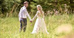 Création d'une robe de mariée sur mesure avec de la transparence en dentelle, des manches longues et un bas en tulle pour le mariage de Marion.