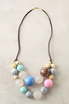 I love this necklace. I think I'll try to make my own version of this?