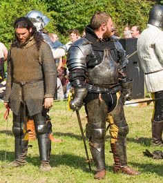 Guy on the right has a doublet style gambeson plus additional gorget. Would be very versatile and practical for LARP.