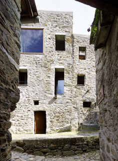 Wespi de Meuron Romeo Architects - Project - Conversion of old stone house in the village core of Scaiano - Architecture Renovation, Architecture Design, Stone Patio Designs, Old Stone Houses, Stone Stairs, Tadelakt, Brick And Stone, Maine House, Contemporary Architecture