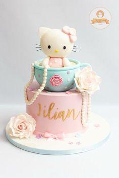 Hello Kitty Torte, Bolo Da Hello Kitty, Hello Kitty Fondant, Hello Kitty Cupcakes, Hello Kitty Birthday Theme, Baby Girl Birthday Cake, Hello Kitty Themes, Baby Girl Cakes, Fondant Cakes Kids
