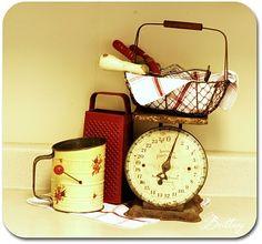 vintage scale, so cute fir kitchen decoration Vintage Kitchen Decor, Home Decor Kitchen, Vintage Decor, Kitchen Ideas, Vintage Food, Kitchen Designs, Primitive Kitchen, Wooden Kitchen, Gold Kitchen