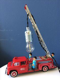 Super leuke lamp voor stoere jongens. Brandweer auto van Marktplaats, nog volledig functioneel. Snoer en fitting van Snoerboer.