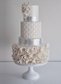 Metallic wedding cakes have been the hottest trend during several years and they still are! A metallic cake looks very eye-catching, it can fit many wedding styles and can become a real masterpiece – not only tasty. Elegant Wedding Cakes, Elegant Cakes, Beautiful Wedding Cakes, Gorgeous Cakes, Wedding Cake Designs, Pretty Cakes, Chic Wedding, Trendy Wedding, Wedding Trends