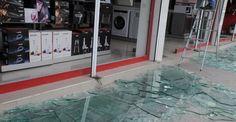 Cizre'de ev ve iş yerleri de hasar gördü