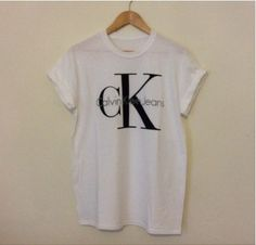 Classic old skool Calvin Klein jeans tshirts ,one size will fit 8/10 or 12 ,great for that 90s look !! Please note shipping to the USA / Australia will take around 7/10 days postage does not include tracking number