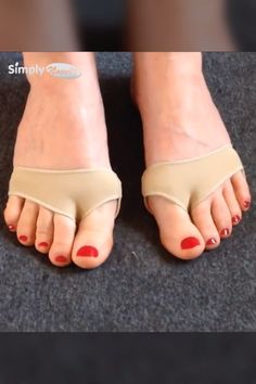 Say goodbye to blisters, stabbing aches and painful steps! 💃🕺 Suffer no more! Get targeted relief for your forefoot. These amazing Metatarsal Pads designed with a comfortable fabric surface and premiu Slingback Chanel, Bunion Remedies, Bunion Shoes, Gel Cushion, Foot Pads, Feet Care, Mode Outfits, Fitness Workouts, Pain Relief
