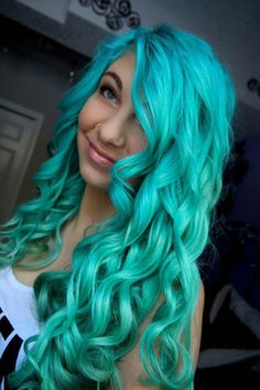 Amazing hair color!  ♥